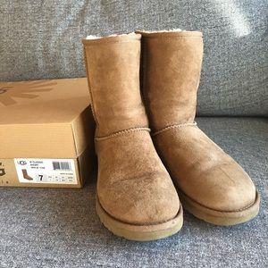 UGG Chestnut Classic Short Boot